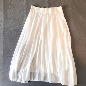 Dresses & Skirts - 💖 White Flowy Skirt Size Small